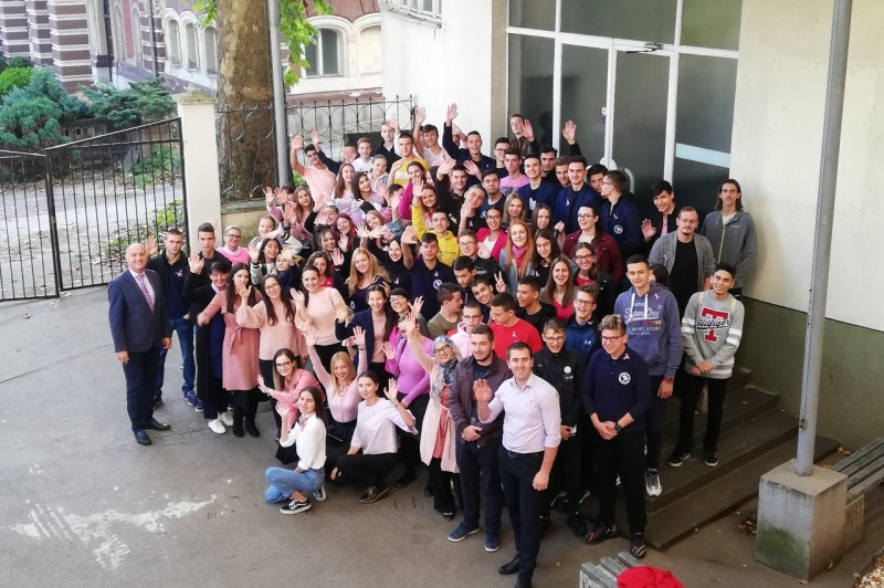 Gymnasium SSST students marked Breast Cancer Awareness Month