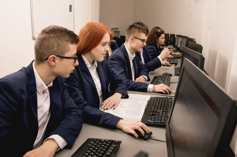 ONLINE OPEN WEEK: Knowledge of ICT - a guarantee of future success