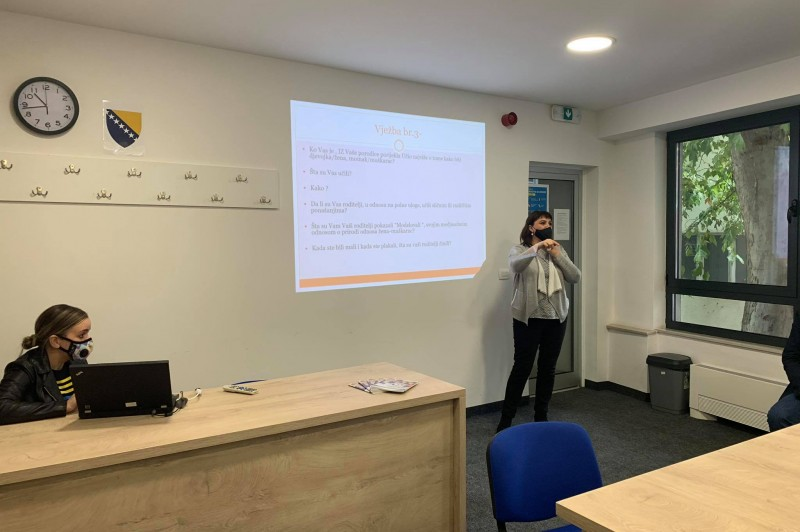 """Dženana Kuloglija holds a lecture titled """"Adolescents with Family"""""""
